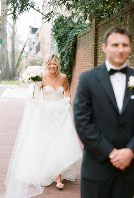 First-Look-Wedding-Photo-Ideas-Abby-Jiu