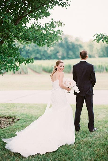 First-Look-Wedding-Photo-Ideas-When-He-Found-Her-2