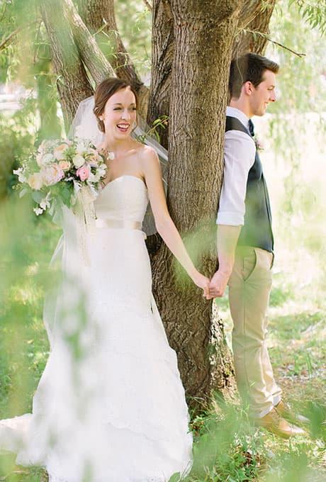 First-Look-Wedding-Photo-Ideas-When-He-Found-Her-3