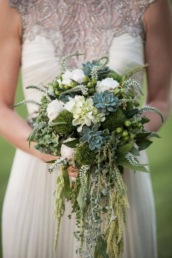 4-rustic-bridal-bouquet-with-moss-min