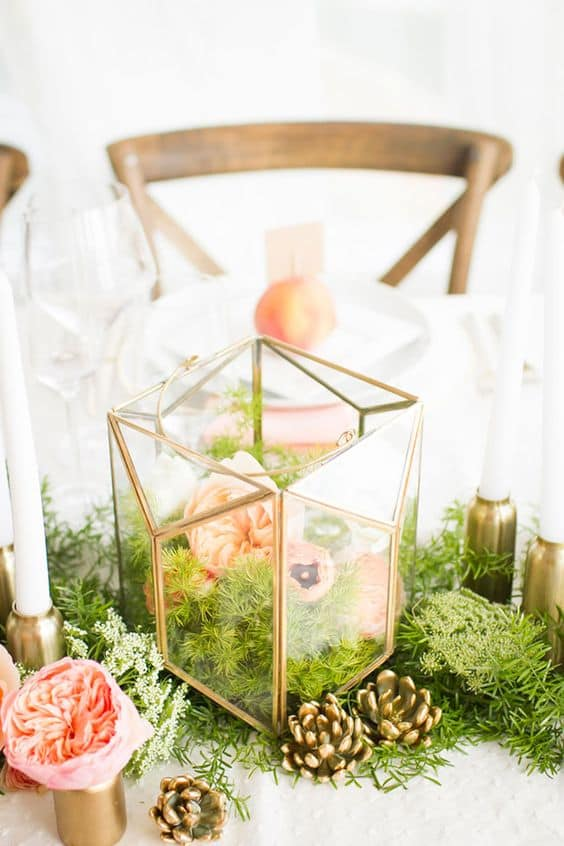 5-Rustic-moss-and-flowers-wedding-centerpiece-min