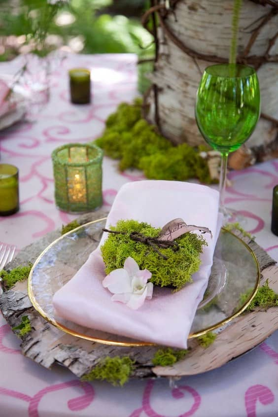 6-woodland-moss-wedding-table-decor-min