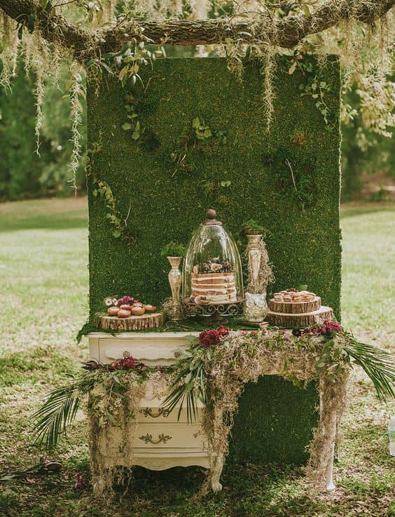 8-Vintage-woodland-cake-table-and-dessert-bar-min