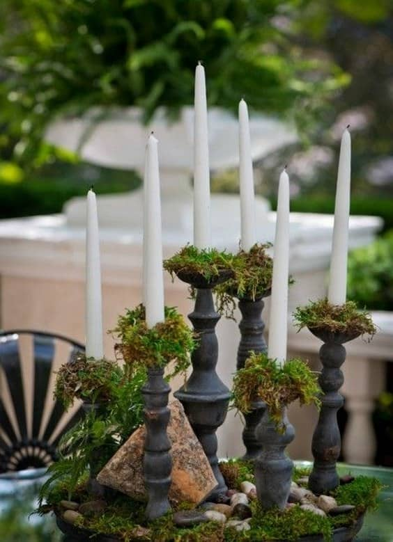 moss-and-candles-wedding-centerpiece-min
