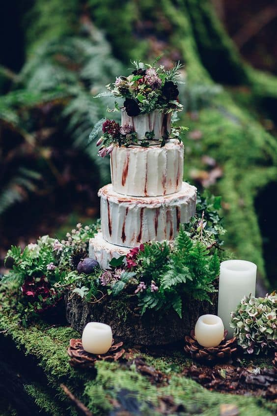 rustic-moss-wedding-cake-min