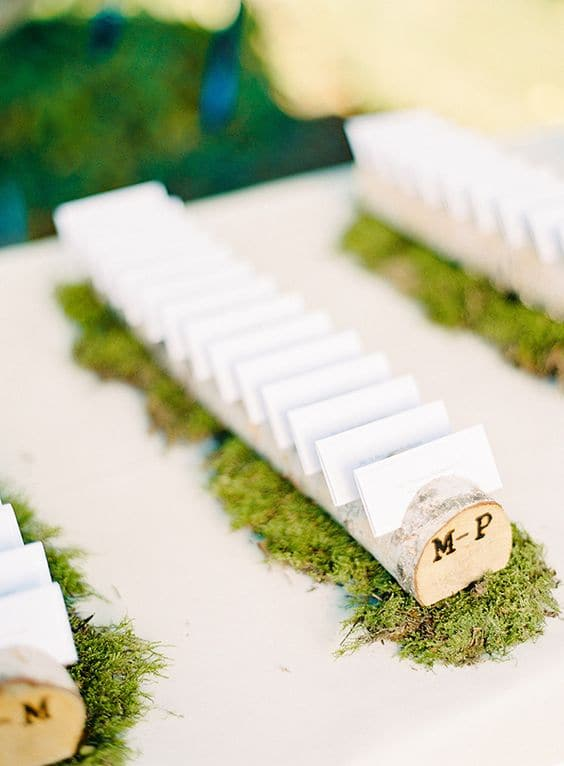 wedding-escort-cards-in-wooden-branches-on-moss-min